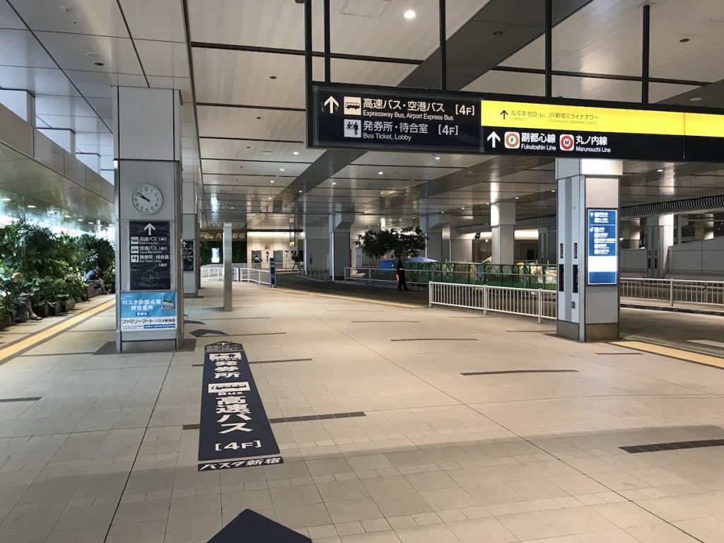 バスタ新宿 4階までの道のり